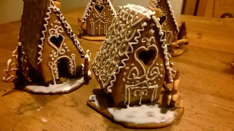 Casetta Di Natale Di Cioccolato : Torta con casetta di pasta frolla pasta e non solo