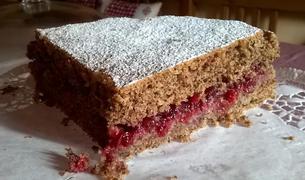 Torta vegana al grano saraceno e mirtilli rossi
